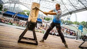 Jannik Lindner un arbre tombe - Bear Track Canada – Energy Drink